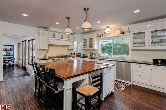 10221 Moorpark St., Kitchen