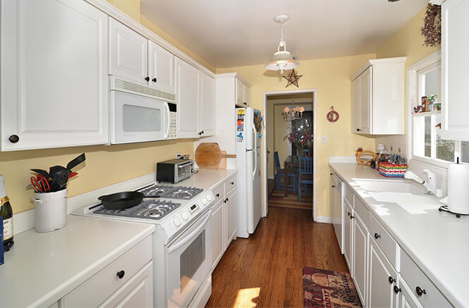 12311 Cantura, Kitchen
