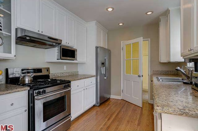 4411 Forman, Kitchen